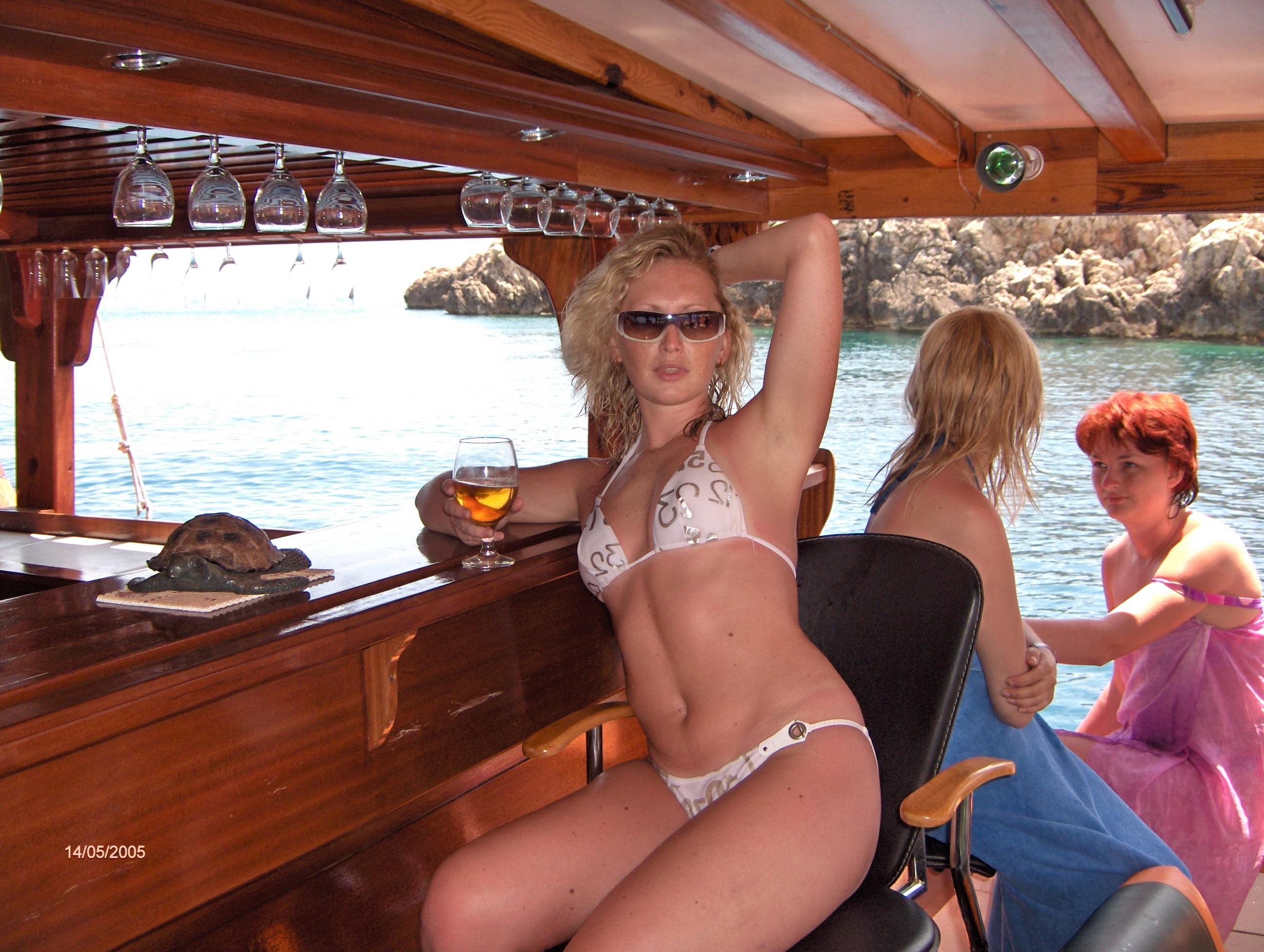 Фильм эротика на яхте, массаж простаты от страпона
